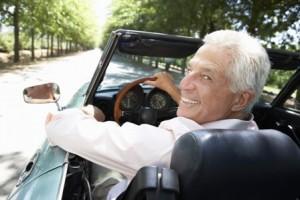 בטיחות בנהיגה פירושה הבנת תמרורים וחוקי תנועה, אך יש צורך בנקיטת אמצעי זהירות נוספים, במיוחד בגילאים מבוגרים, המאופיינים בשינויים פיסיים המקשים על ביצוע פעולות מסוימות, כגון הפניית הראש להבחנה בתנועה הנגדית, או בלימה בצורה בטוחה יותר. עם זאת, נהגים מבוגרים יכולים לשמור על בטיחות בכביש, כל עוד הם מקפידים על טיפים מיוחדים.
