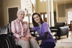 לצד בתי אבות ודיור מוגן המיועדים לאוכלוסיית הקשישים העצמאיים קיימים בישראל גם מוסדות טיפוליים ושיקומיים המיועדים לקשישים הזקוקים לטיפול מורכב ומתמשך.